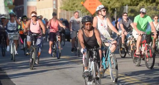Bicyclists gather for Slow Roll through Detroit
