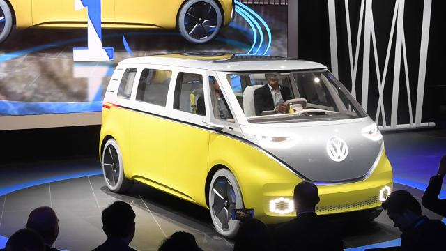 Volkswagen's new self-driving microbus concept can go 270 miles in all-electric mode on a single charge. The I.D. Buzz was shown at the 2017 North American International Auto Show.