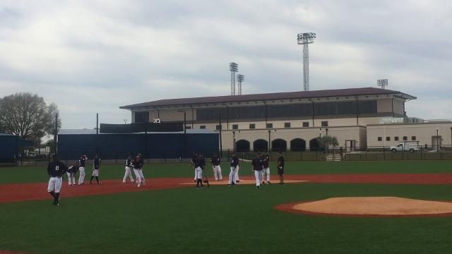 Tigers coach Kirk Gibson teaches baserunning